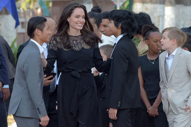 Фото №13 - Анджелина Джоли начинает удивлять