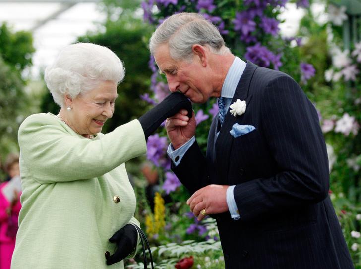 Фото №1 - Королева доверила принцу Чарльзу новую роль