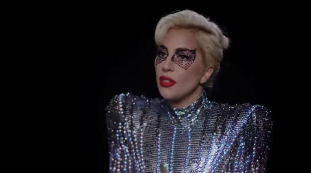 Фото №3 - Леди Гага вновь появилась в знаменитом мясном платье