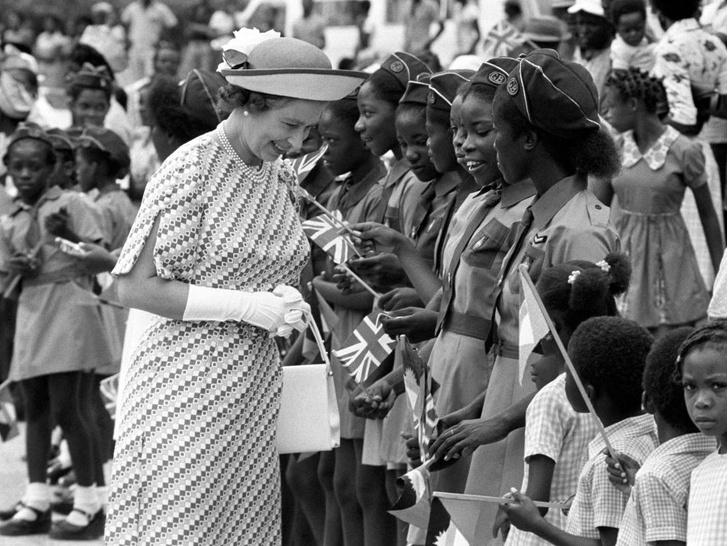 Фото №5 - 10 самых впечатляющих королевских туров Елизаветы, которые вошли в историю