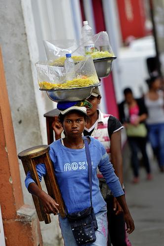 Фото №3 - Распилить поровну: деревня фуа-гра, кирпичи на самогоне и алюминиевая столица Мадагаскара