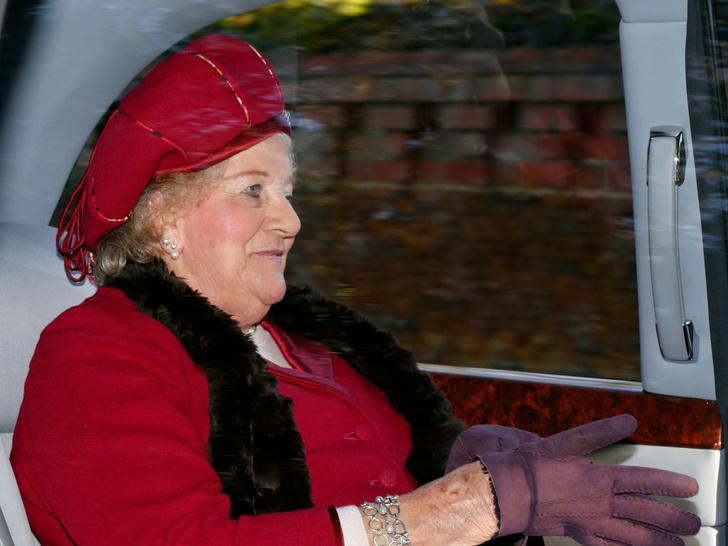Фото №2 - Кузина Королевы и любимая тетя принца Чарльза: какой была леди Мэри Колман