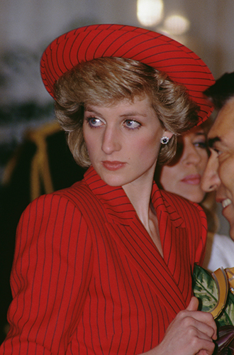 Фото №62 - 60 красных нарядов: как принцесса Диана носила любимый цвет