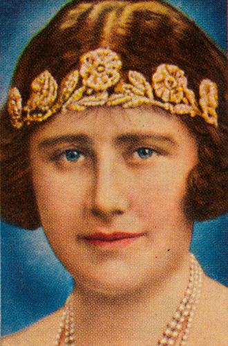 Фото №9 - Какую тиару Елизавета II одолжит Меган Маркл на свадьбу: делаем ставки