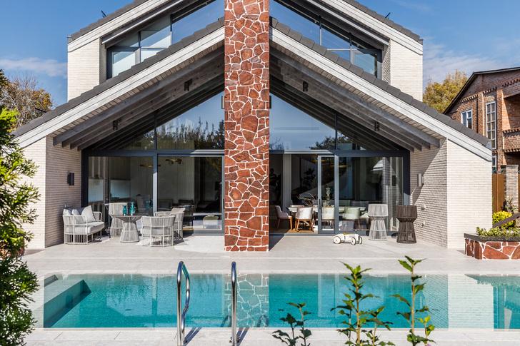 Фото №1 - Светлый дом с бассейном для большой семьи