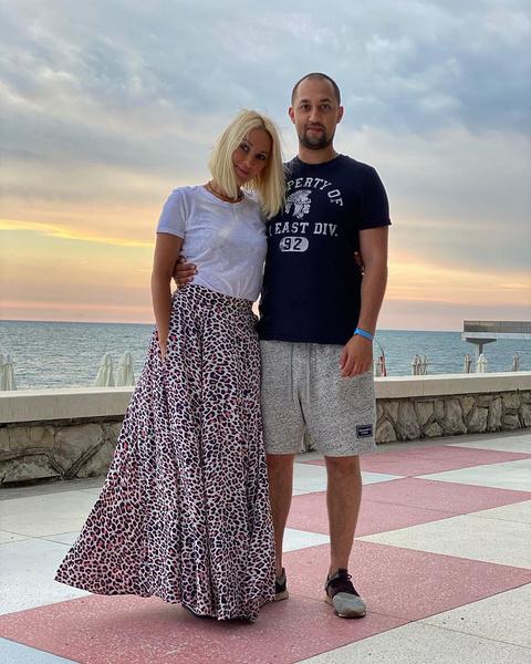 Фото №2 - «У тебя вся жизнь впереди!»: Лера Кудрявцева вспомнила, как мать отговаривала ее рожать сына в 18 лет