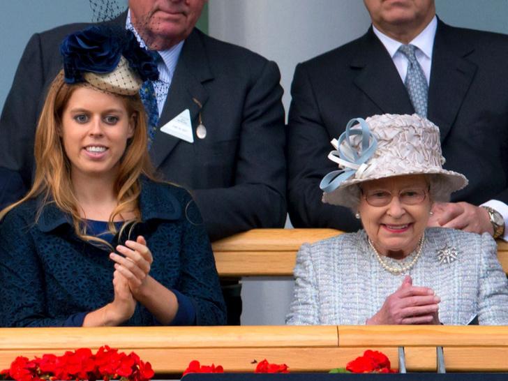 Фото №2 - Переживания бабушки: за что Королева чувствует вину перед Беатрис