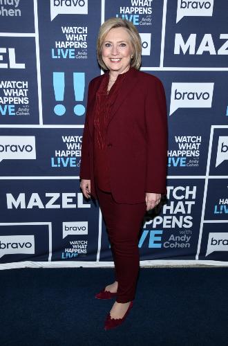 Фото №3 - Брючные костюмы и яркие цвета: модные победы Хиллари Клинтон