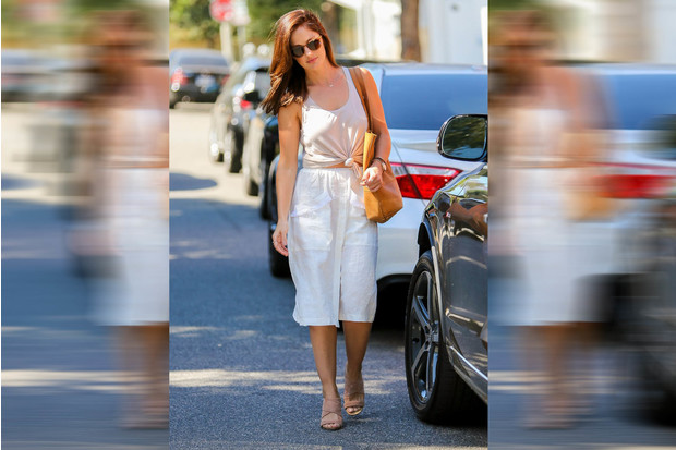 Фото №5 - Звездный тренд: Белая юбка