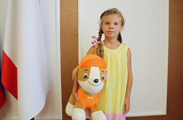 Фото №1 - 7-летняя девочка спасла тонущего в бассейне малыша