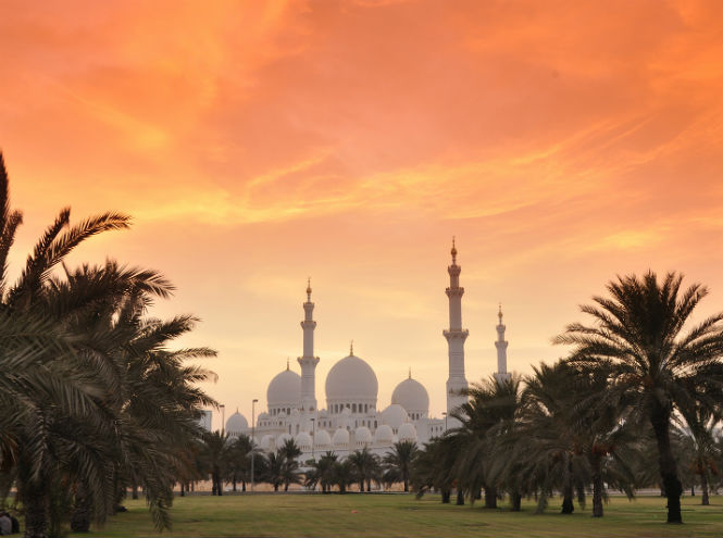 Фото №1 - Выиграйте путешествие на двоих в Абу-Даби!