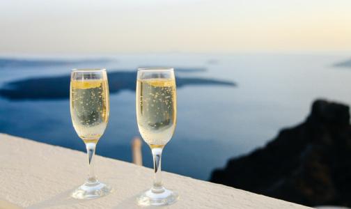 Фото №1 - Медики рассказали, как один бокал шампанского влияет на здоровье