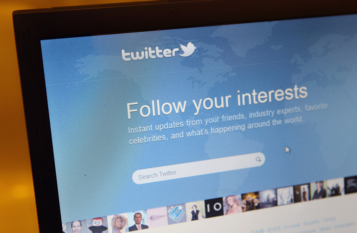 Фото №1 - «Твиттер» заменит в своем коде термины вроде «черный список» на более инклюзивные