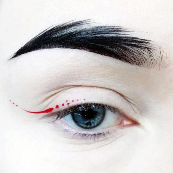 Фото №10 - Как нарисовать стрелки на глазах: 15 оригинальных идей