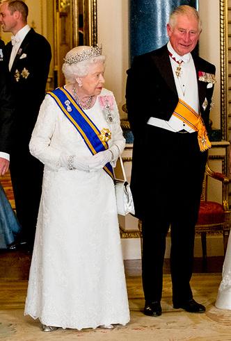 Фото №12 - Парад тиар в Букингемском дворце (и самая большая – у королевы Максимы)