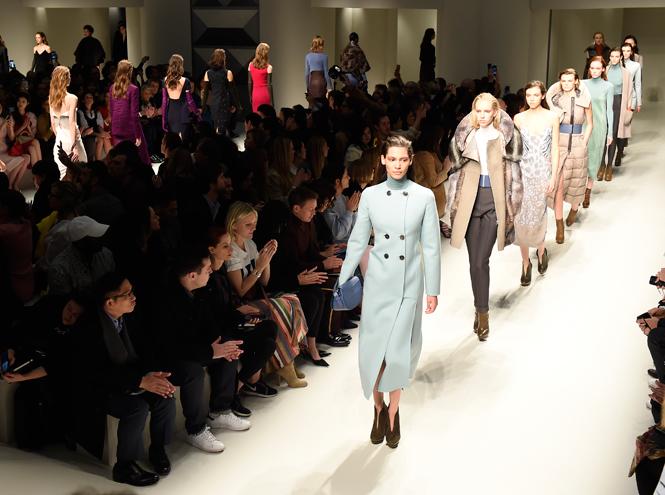 Фото №2 - Fashion director notes: вечная женственность Salvatore Ferragamo FW 17/18