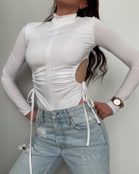 Фото №1 - Как сделать из старой футболки модный мастхэв— лайфхак из TikTok