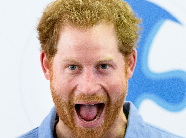 Фото №2 - Почему принц Гарри унаследовал от Королевы-матери больше брата