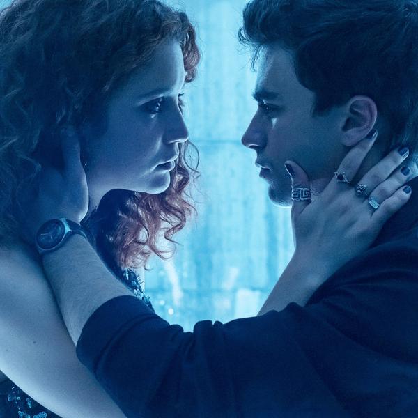Фото №1 - Кто с кем целовался в «Элите»? Netflix нарисовал очень понятную схему