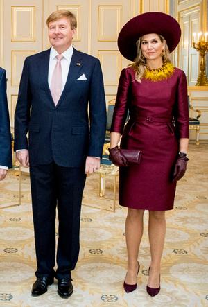 Фото №13 - Марсала, сангрия, марон: как королевские особы носят винные оттенки
