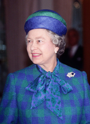 Фото №7 - Самый загадочный камень: как королевские особы носят сапфиры
