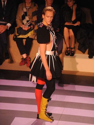 Фото №3 - Prada создали театральный костюм