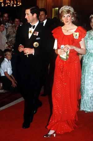 Фото №8 - 70 красных нарядов: как принцесса Диана носила любимый цвет