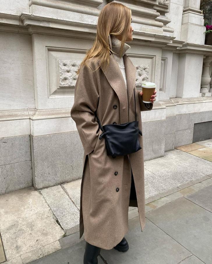 Фото №1 - Оттенки бежевого: Роузи Хантингтон-Уайтли нашла безупречное пальто для холодной осени