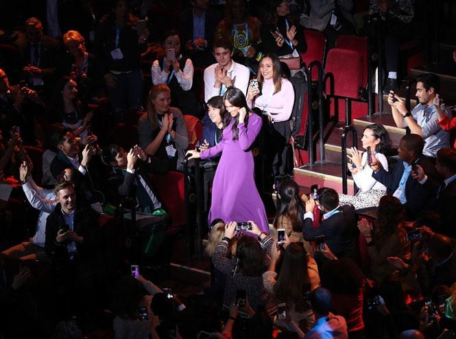 Фото №2 - 10 впечатляющих платьев в фиолетовой гамме, как у герцогини Меган