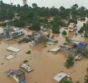 Фото №1 - За неделю наводнения во Вьетнаме убили 70 человек