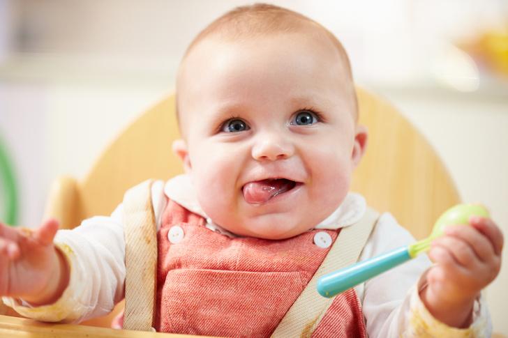 кормление ребенка, кормление младенца, кормление грудью видео, забавные малыши видео, детские видео