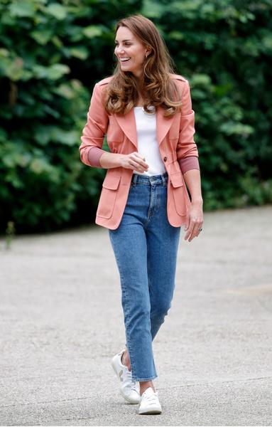 Фото №6 - Кейт Миддлтон надела самые модные джинсы сезона, но ее выбор одобрили не все