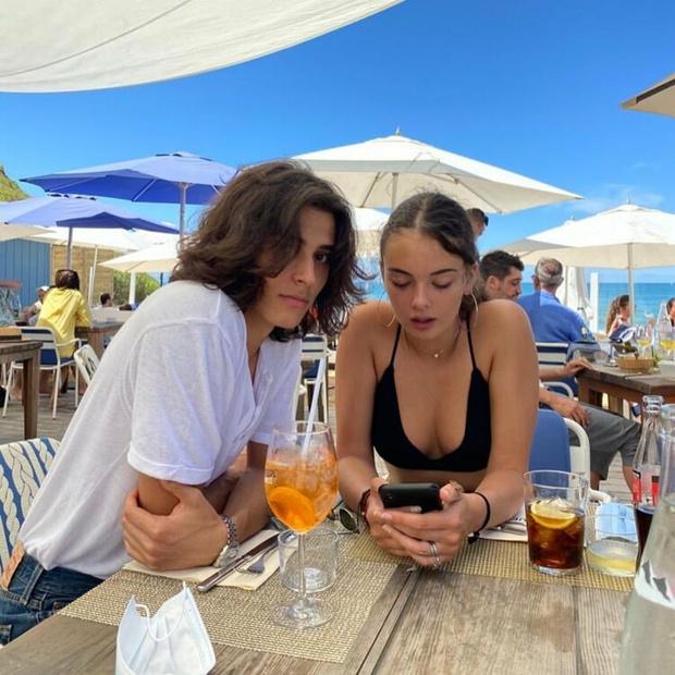 Фото №2 - От этой пары невозможно отвести глаз: с кем встречается дочь Моники Беллуччи и Венсана Касселя