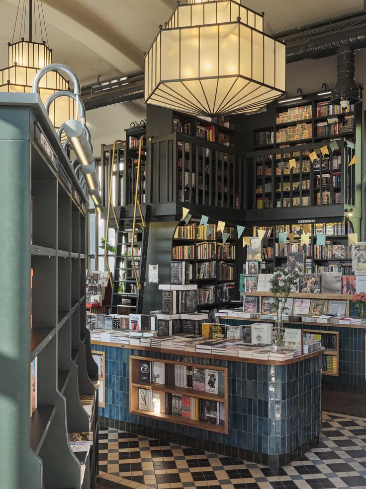 Фото №2 - Обновленный книжный магазин «Подписные издания» в Петербурге