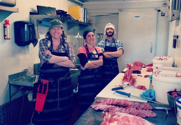 Фото №1 - Веганка из Австралии не выдержала и попробовала бургер. Теперь она мясник
