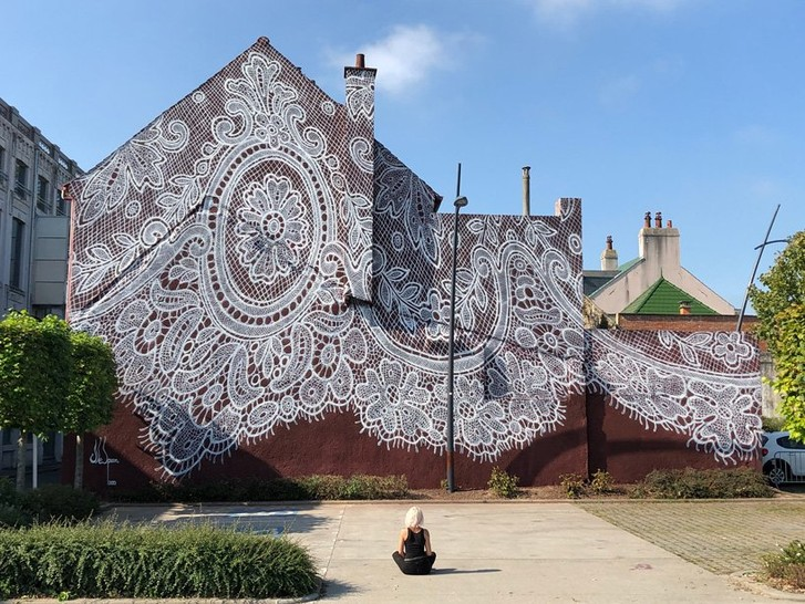 Фото №1 - Кружевное граффити во Франции