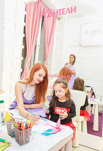 Фото №2 - Журнал «Счастливые родители» провел закрытую вечеринку для самых популярных мам-блогеров в Инстаграм
