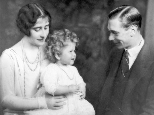 Фото №2 - Родом из детства: самая большая боль королевы Елизаветы