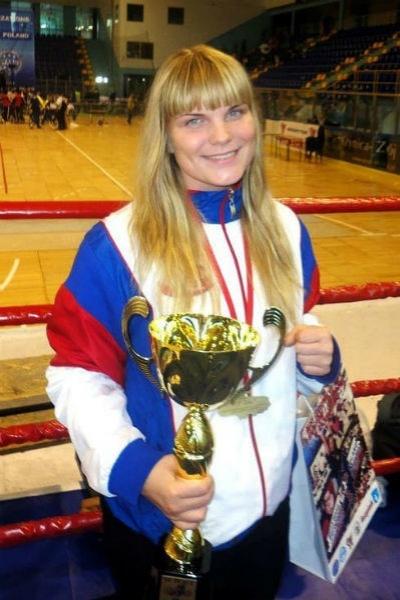 Фото №1 - Умерла 23-летняя чемпионка по кикбоксингу Диана Каратеева