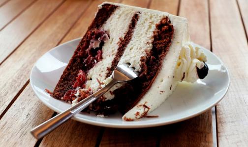 Фото №1 - «Шоколад - блестящий, мармелад - упругий»: эксперты рассказали, как выбрать хлеб и сладости