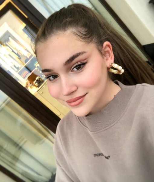 Фото №1 - Кожа да кольца: 13-летняя дочь Алсу выглядит не по годам взрослой и дерзкой