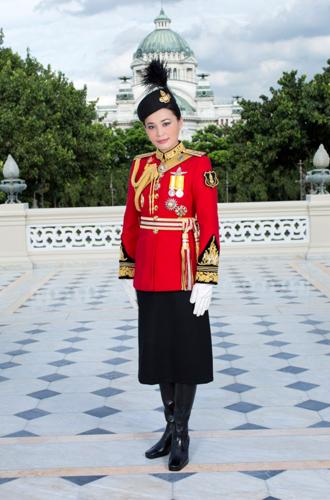 Фото №7 - Представлены официальные снимки королевы Таиланда
