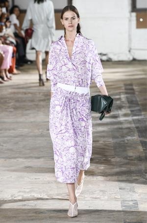 Фото №8 - Принт «туаль де Жуи»: летняя альтернатива цветам, полоске и клетке
