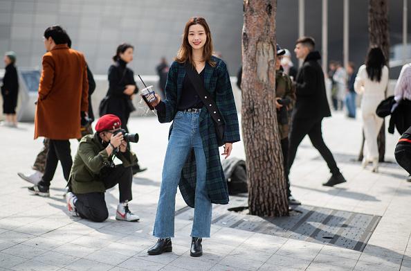 Фото №2 - Тренд: как носить деним, чтобы не прогадать с погодой и стилем