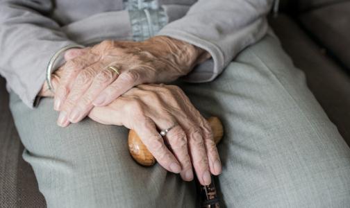 Фото №1 - Таблетка для заражения коронавирусом: Пожилых петербуржцев с онкозаболеваниями заставляют ежедневно ездить в клиники