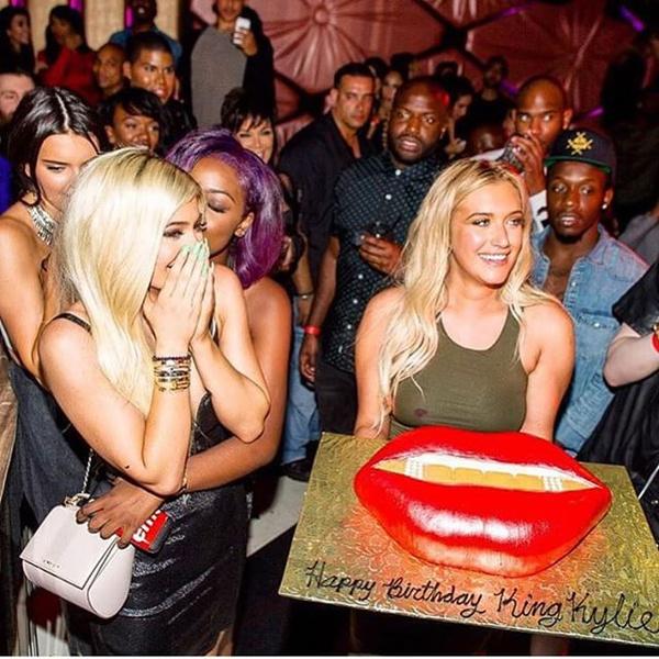 Фото №8 - Как прошел день рождения Кайли Дженнер?