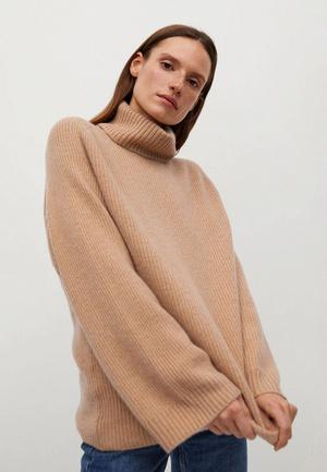 Фото №5 - 5 классных свитеров как у Селены Гомес