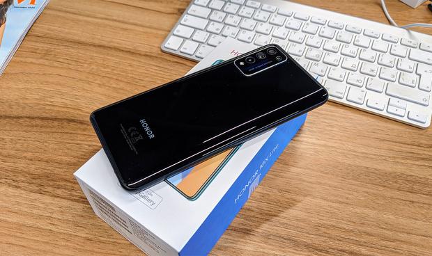 Фото №3 - Золотая середина: смартфон-долгожитель Honor 10X Lite