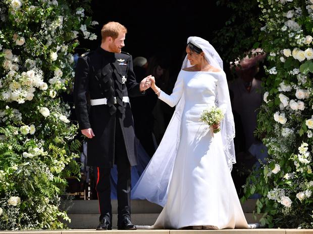Фото №2 - Невеста на миллион: 7 самых дорогих свадебных платьев королевских особ