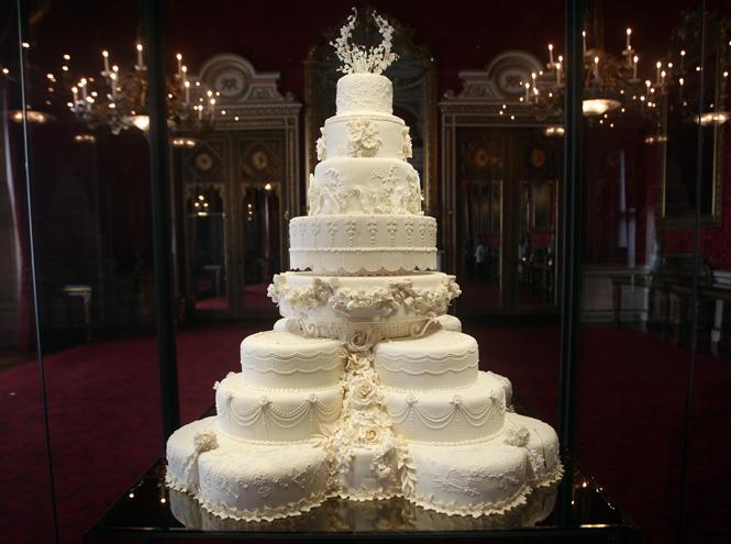 Фото №17 - Сладко: свадебные торты на королевских свадьбах